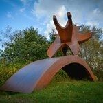 STJERNEDYRET - Cortenstål. Flot eksempel på minimalisme – i stor størrelse. Skulpturen er en dej