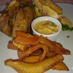 juane de gallina, causa de cecina, aji de cocona y platanos fritos.