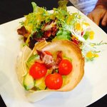 Ensalada con aguacate y queso de cabra en restaurante El Refugio