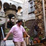 Frédéric in the courtyard