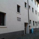 La facciata, ingresso dell'Ostello di Biella