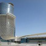 Arquitetura arrojada para alojar um dos melhores restaurantes dos Emirados