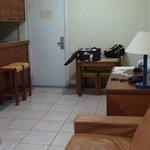 Vista da sala e cozinha.