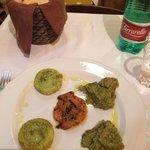 左がチーズと野菜。 中央が人参マリネ。 右がブロッコリー。