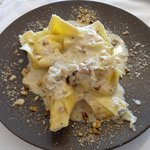 Pasta con queso y nueces