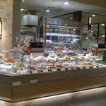 博多阪急の地下の惣菜コーナーにあります。