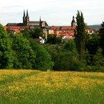 Вид с Альтенбург на город (аббатство св.Михаила вдалеке)