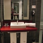 Sehr stilvolles, modernes Badezimmer