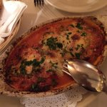 Buenisimo ambiente familiar comida todo rico no solo pizza la pasta fruti di mare expectacular y