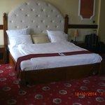 sehr bequemes und großes Bett