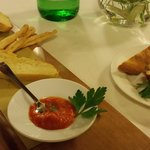 2 pains de brioche, some crostini with herbs and a rice-filled bread