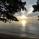 Чудесный закат на пляже отеля