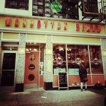 Manhattan Diner (by Joana Deusdado)