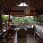 Die Lounge im oberen Stock
