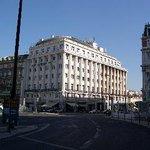 L' hotel visto dalla piazza