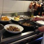 Preparing mushroom sauce