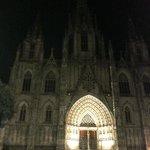 la cattedrale , purtroppo solo parzialmente  illuminata