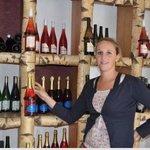 Emilie et ses superbes dégustations du vins du Domaine