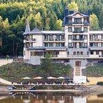 Retro Riverside Luxury Wellness Resort Foto
