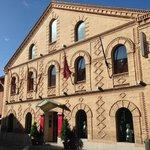 Исторический фасад SJR****