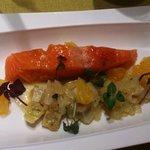 Saumon d'Écosse mi-confit, artichaut et fenouil à la nage d'orange et romarin.
