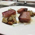Palamita affumicata, porcini e leggerissima salsa all'aglio