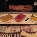 Antipasto: assaggi di affettati (tra cui patanegra) e formaggio