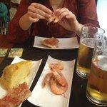 Rejer, spansk omelet og øl