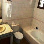 Waschbecken+Bad (Badewanne)+WC (Fön vorh.)
