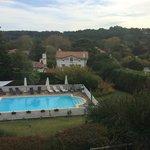 Jardín y piscina.