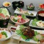 伊豆の海で獲れた食材満載のお夕食