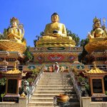Buddhas an der Ringroad.