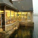 Vue sur le lac depuis la salle de restaurant