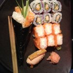 Temaki saumon, California chicken, salmon roll et sushi au foie gras!