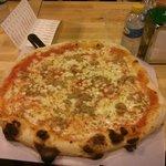 Pizza 40cm. Less than 9 euro. Una maravilla
