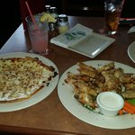 Glutenfree pizza and wings yumny!