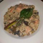 Exquisito arroz cremoso con salmón y guandú