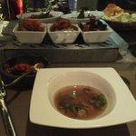 スープとコース料理、ちょっとピンボケ