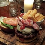 12oz burger: de-li-cious!