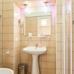 Ogni camera gode di un bagno privato interno