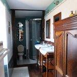 Chambre Adele Hugo bathroom