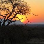 Shumbalala sunset with sundowners