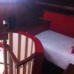 Encuentras una habitación arriba para poder dormir cómodamente sí vas con mucha compañía