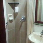 室内のシャワーブース
