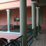 Vista dell'elegante portico interno