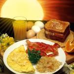 Breakfast-Omlet,Bacon & Hashbrowns