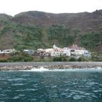 Blick vom Meer auf Calheta