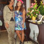 Com a turma e a dona do Hotel Casa Gloria