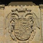 Герб на стене