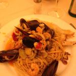 Spaghetti al cartoccio con frutti di mare